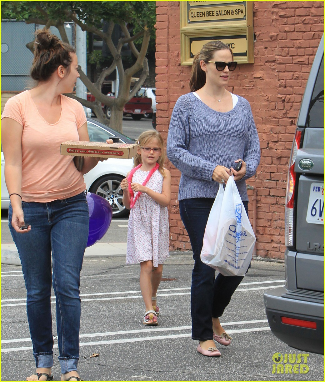 jennifer garner shoes with violet 08