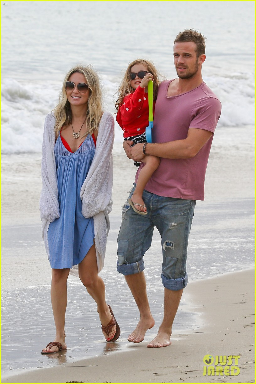 cam gigandet dominique geisendorff july 4 beach everleigh 01