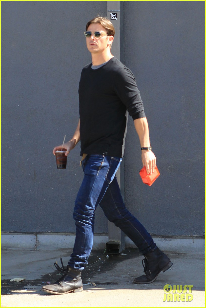 josh hartnett out for coffee 04