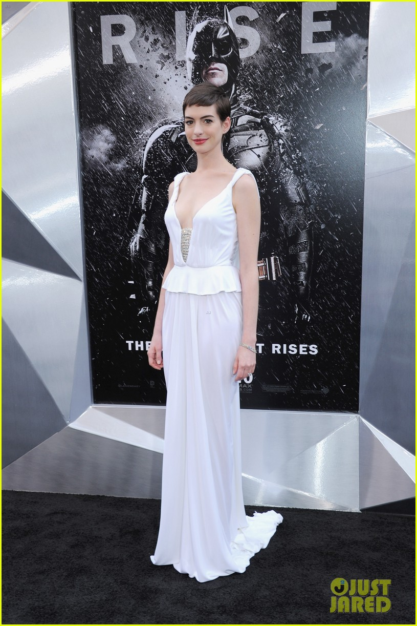 anne hathaway marion cotillard the dark knight rises premiere 10