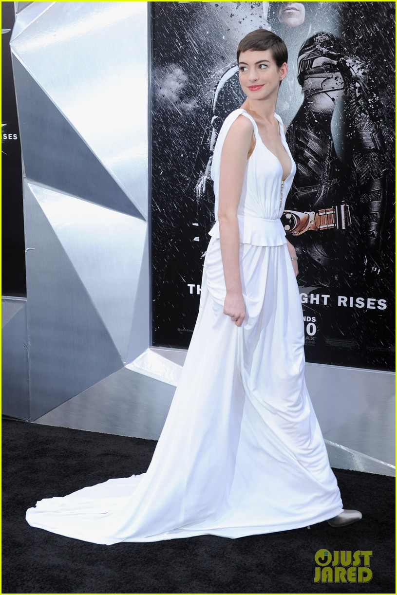 anne hathaway marion cotillard the dark knight rises premiere 13