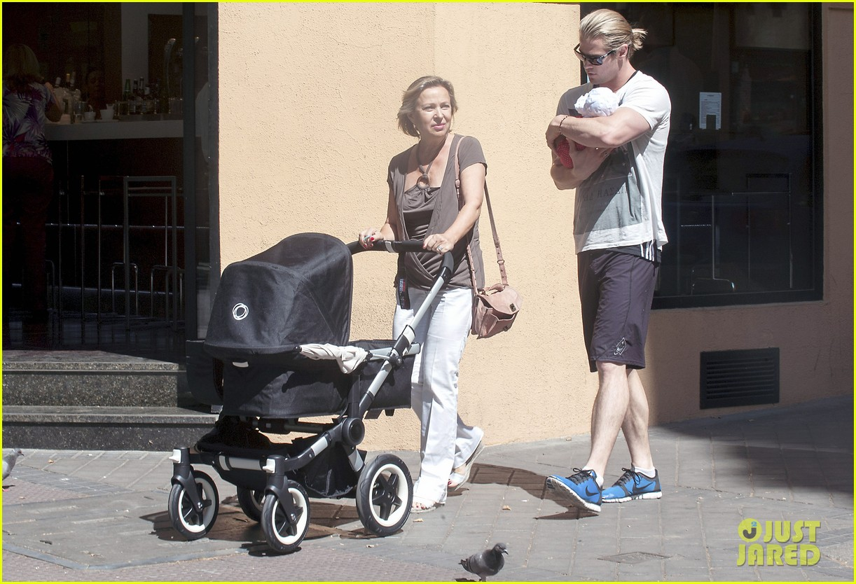 chris hemsworth india daddy daughter time in madrid 07