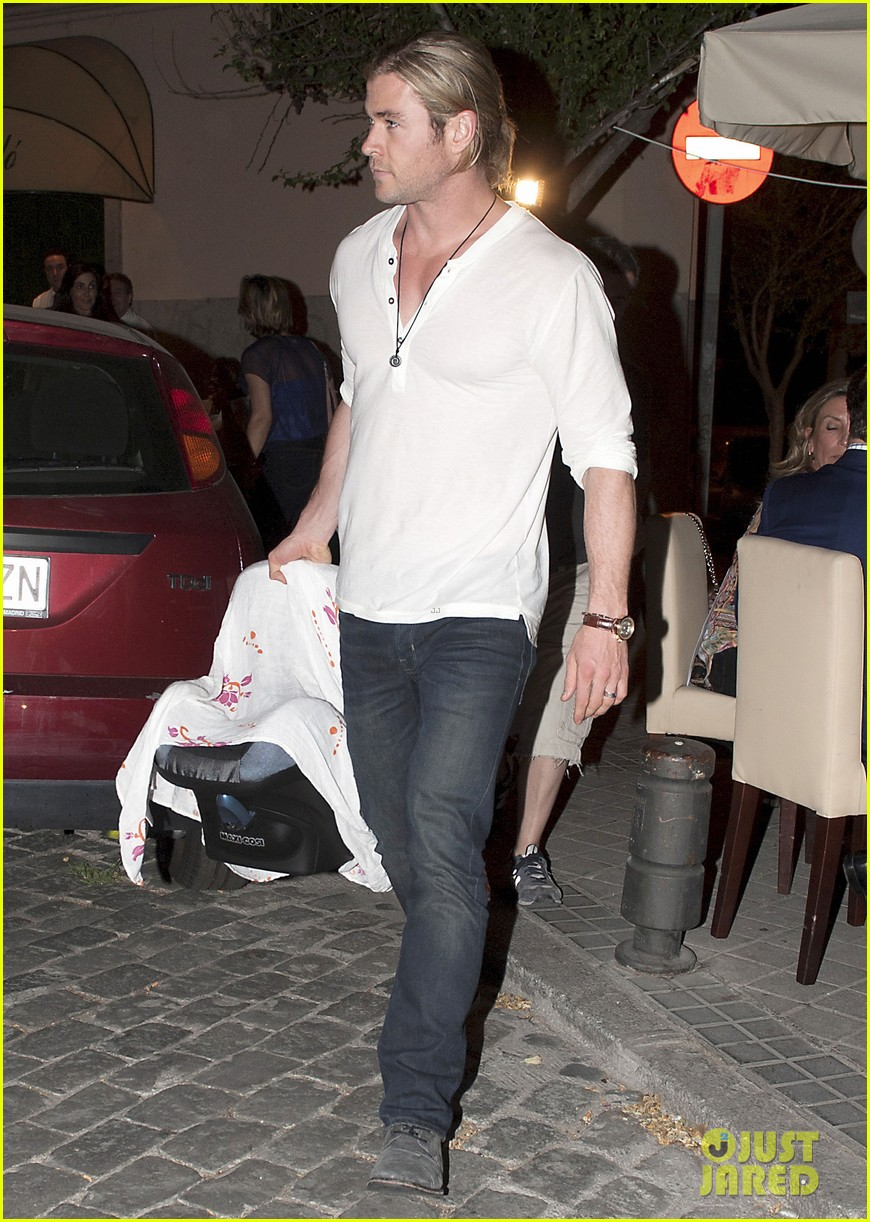 chris hemsworth india daddy daughter time in madrid 15