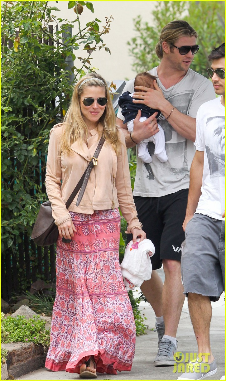 chris hemsworth elsa pataky kafe k india 01