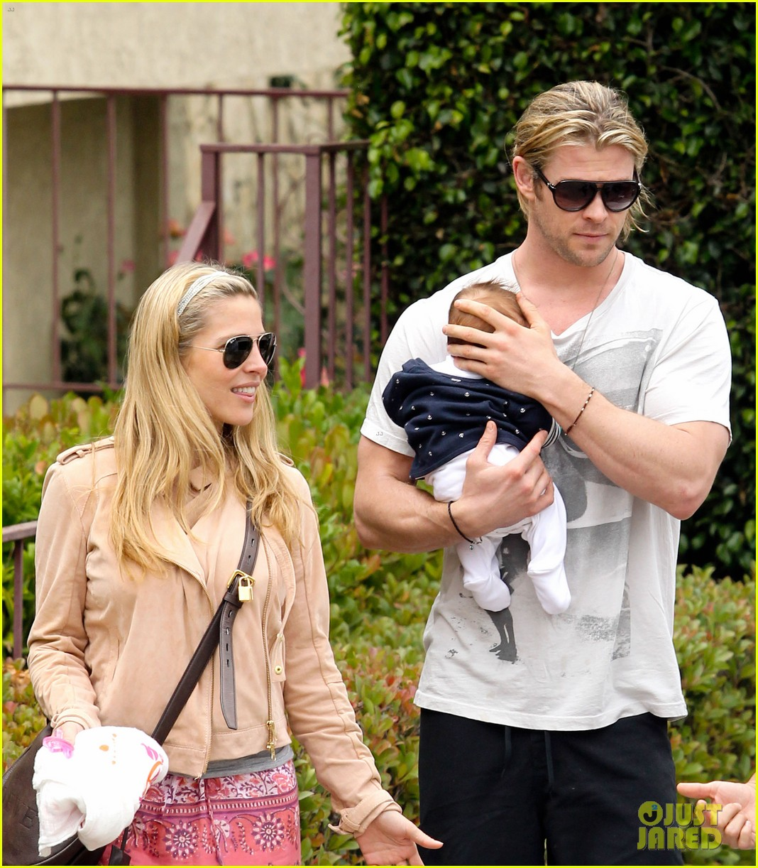 chris hemsworth elsa pataky kafe k india 072686561
