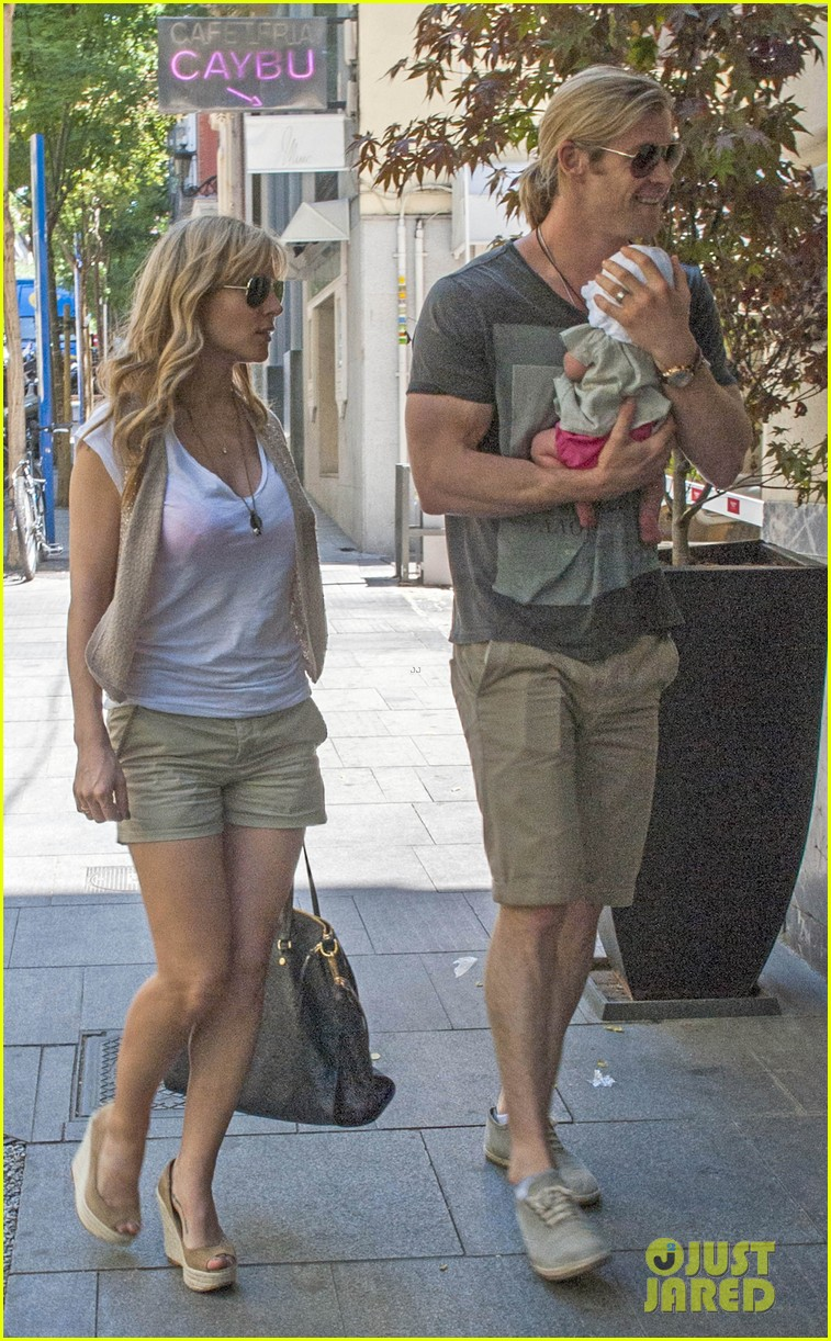 chris hemsworth elsa pataky thyssen museum with india 032683314
