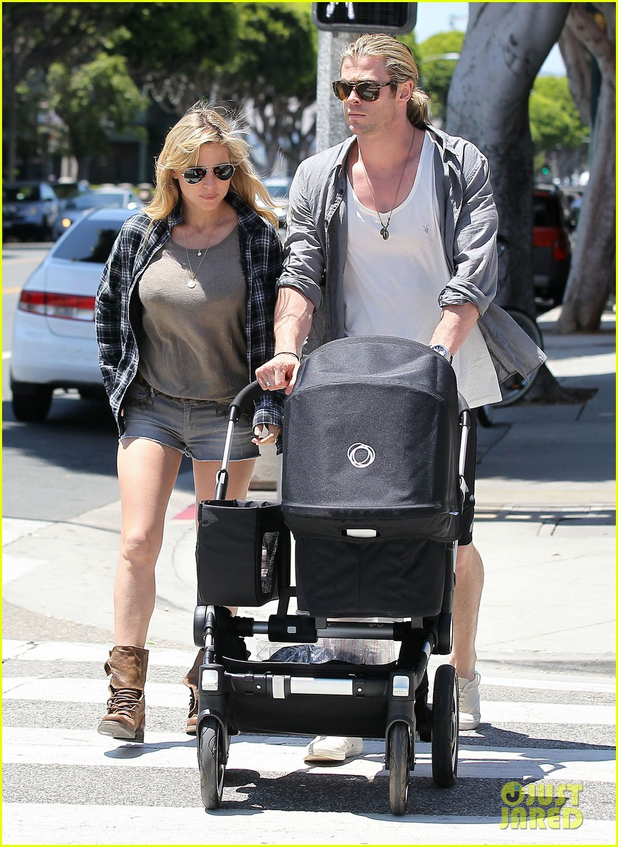 chris hemsworth elsa pataky santa monica stroll with baby india 13