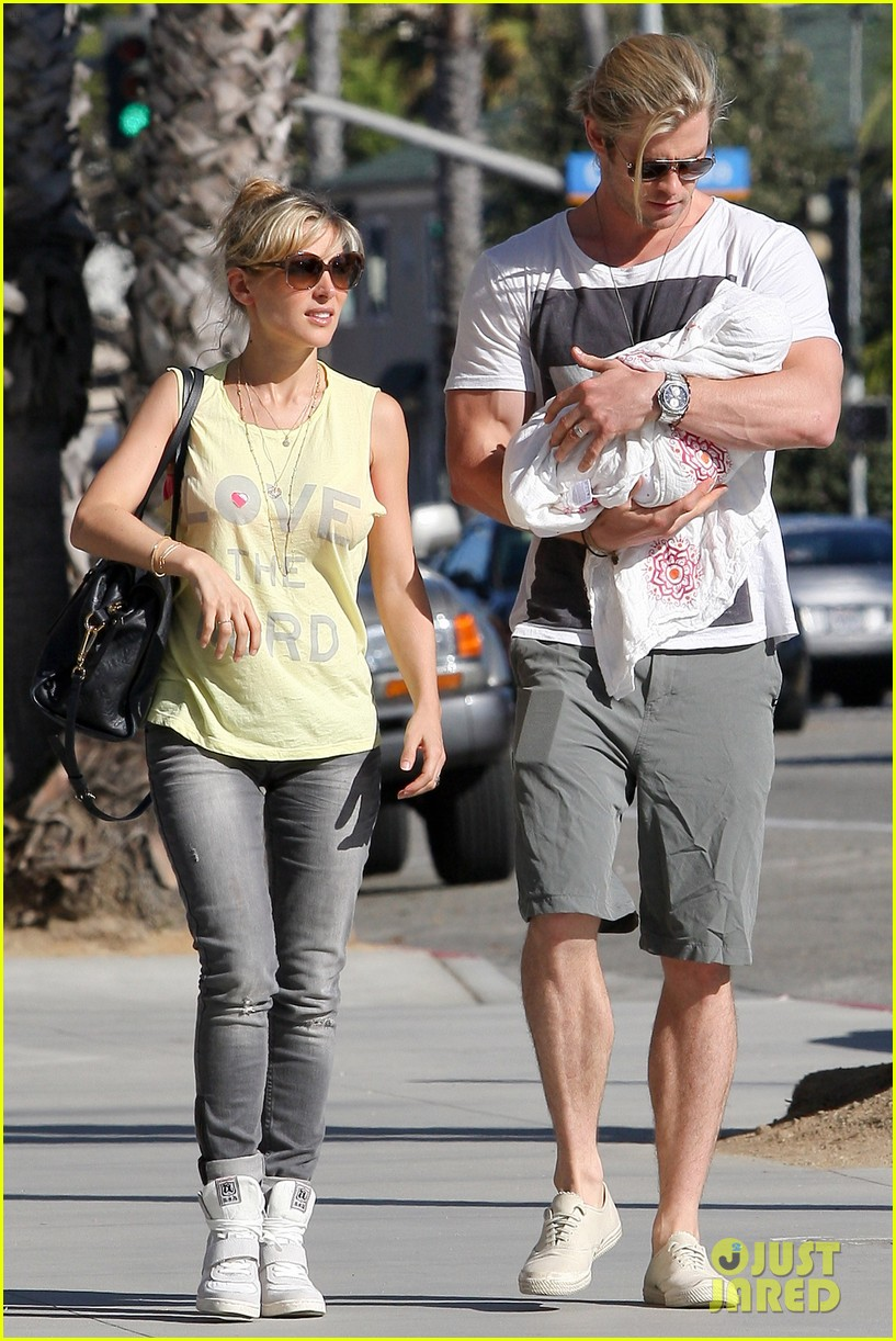 chris hemsworth walk with elsa india 162690092