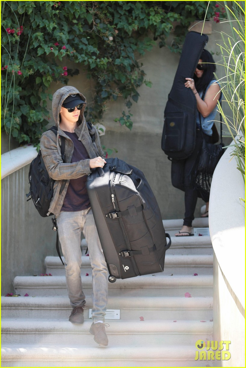 vanessa hudgens austin butler packing up 07