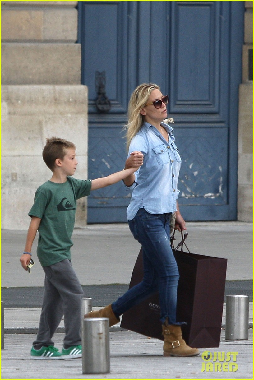 kate hudson shopping day with ryder 03