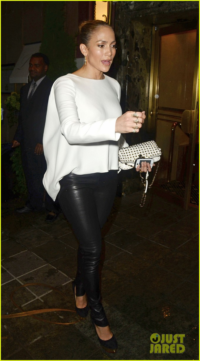jennifer lopez pre birthday dinner with casper smart 01