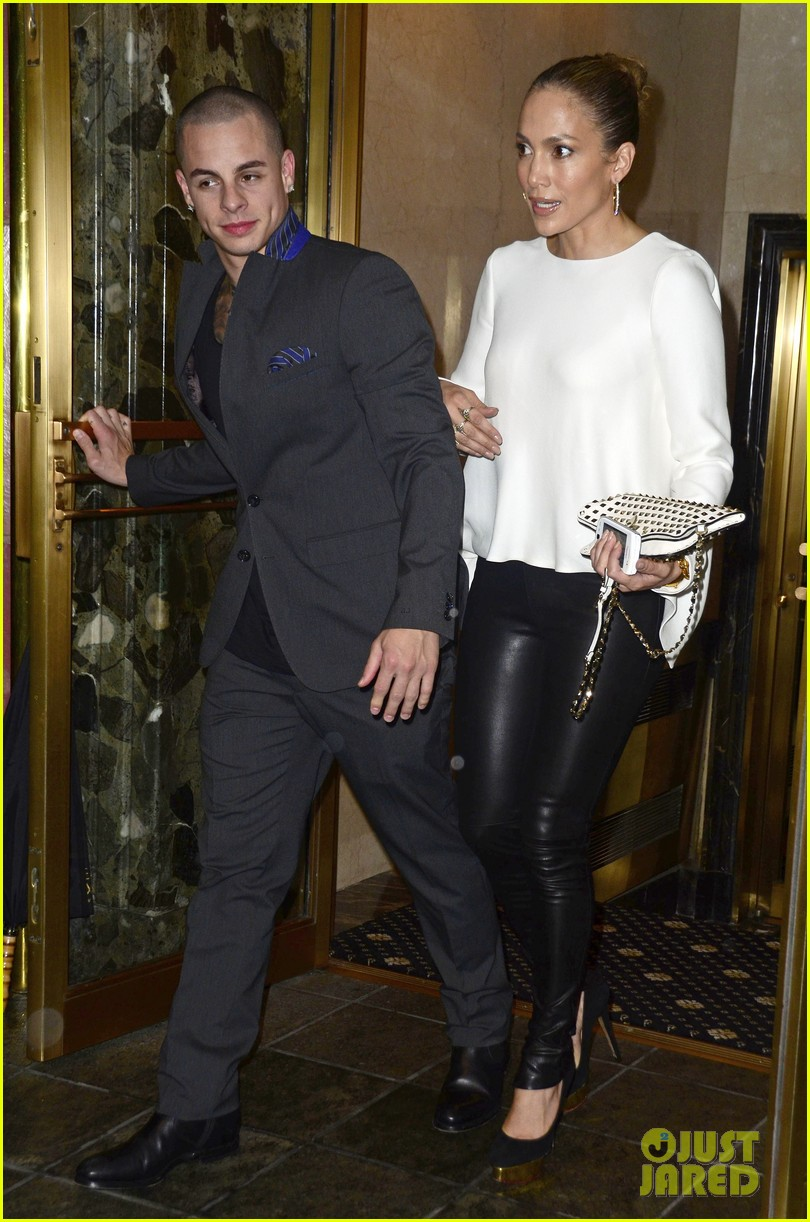 jennifer lopez pre birthday dinner with casper smart 03