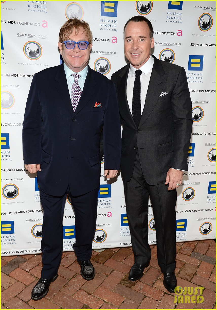 elton john david furnish human rights campaign honoree 04