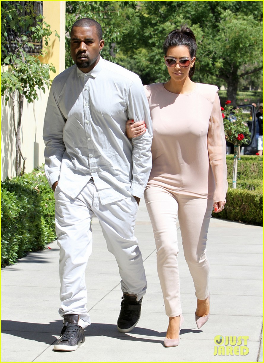 kim kanye out for a walk 06