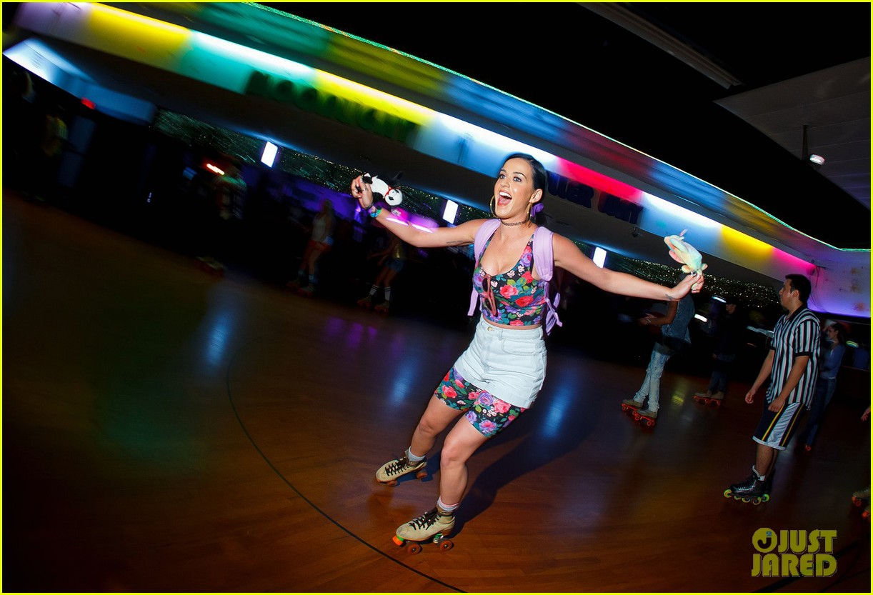 katy perry johnny wujek roller skating birthday party 01