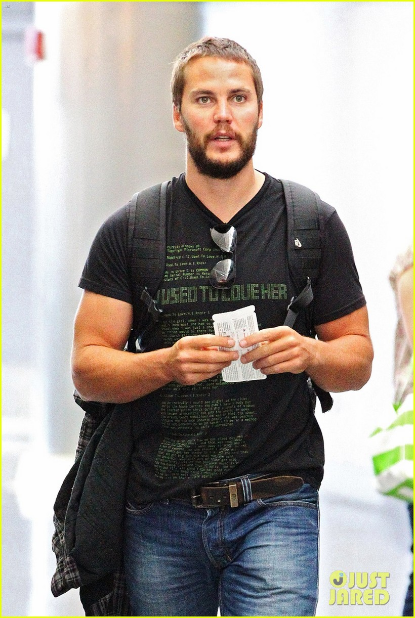 taylor kitsch growing beard for lone survivor 022681635