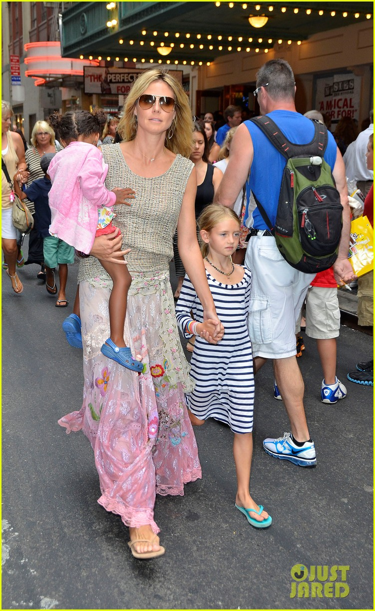 heidi klum broadways newsies with the kids 132684726