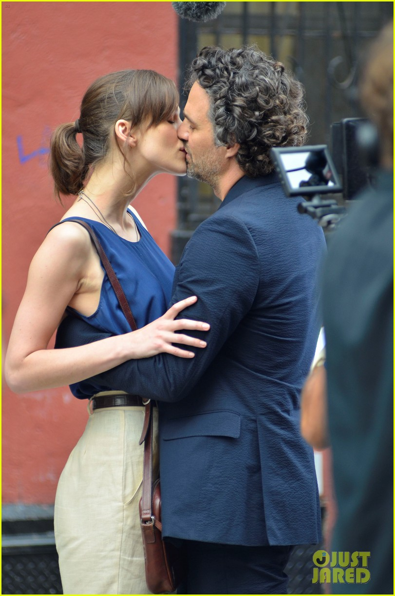 keira knightley mark ruffalo kiss 03