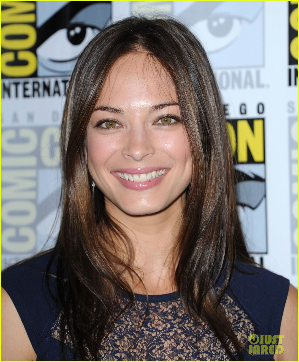 kristin kreuk jay ryan beauty and the beast at comic con 022686698