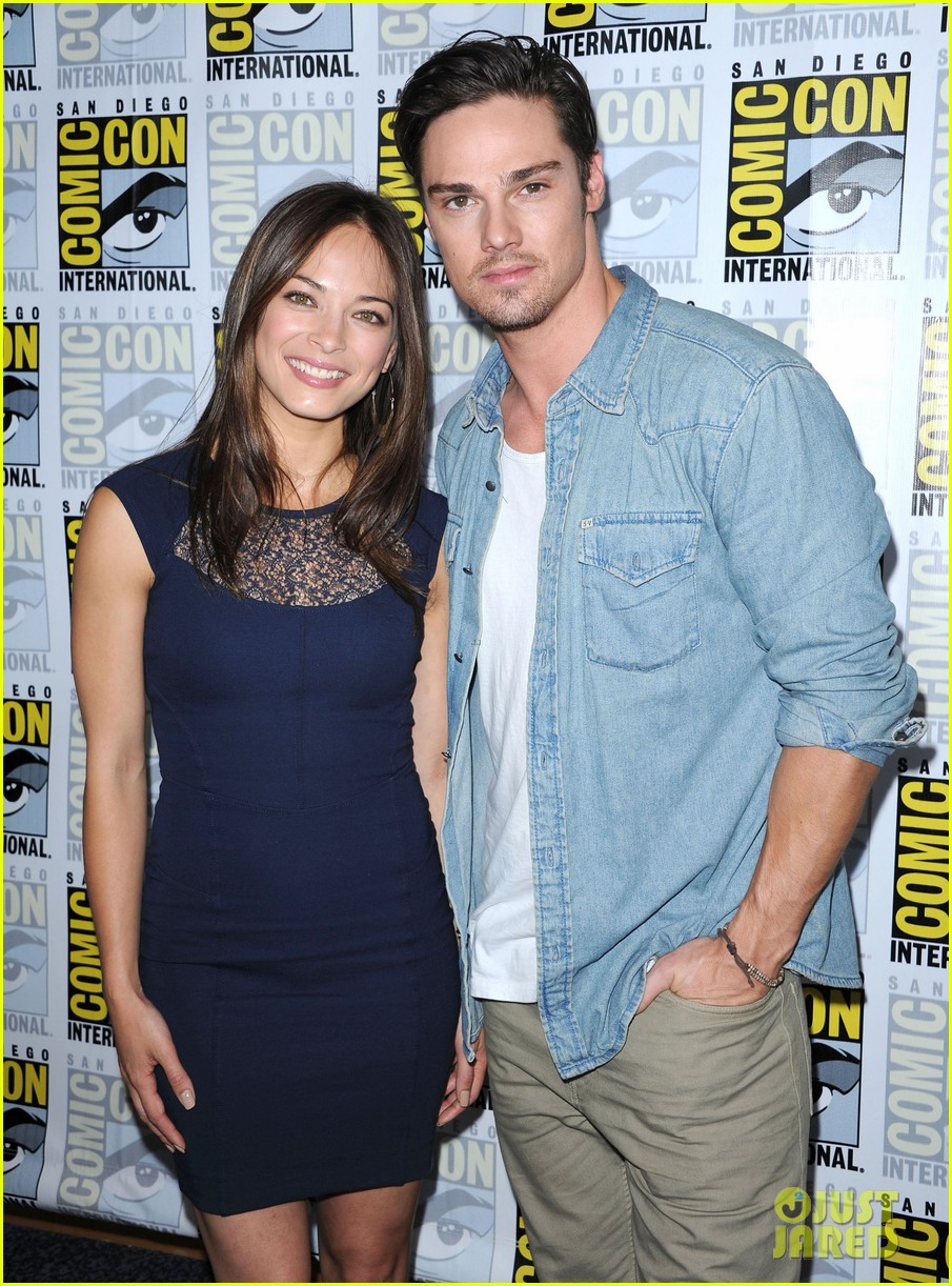 kristin kreuk jay ryan beauty and the beast at comic con 07