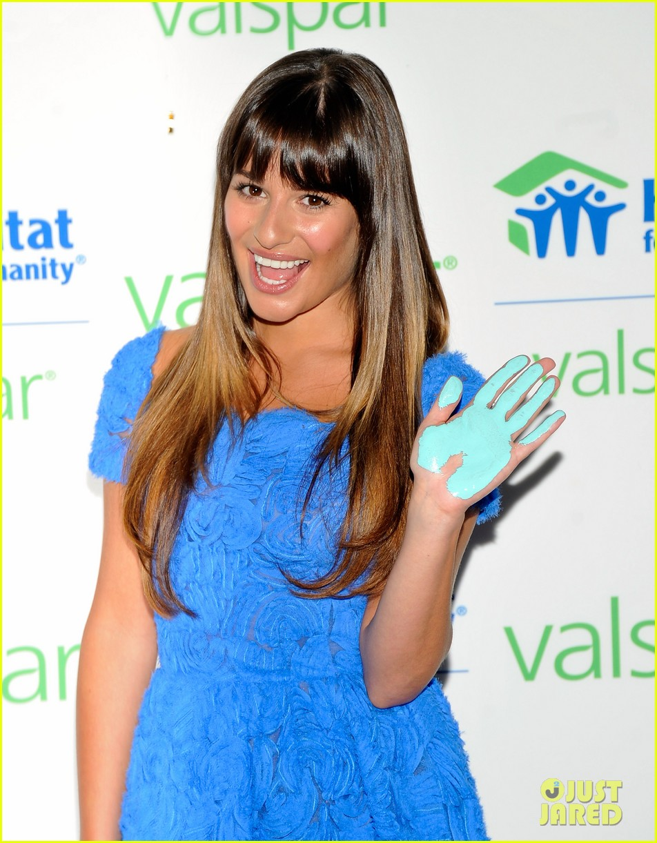 lea michele hands for habitat unveiling 06