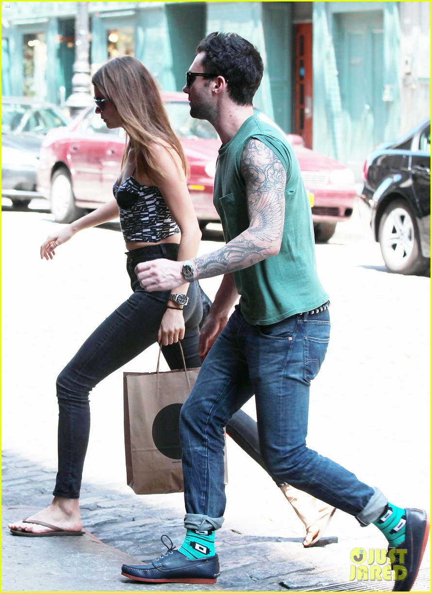 adam levine behati prinsloo big apple babes 05