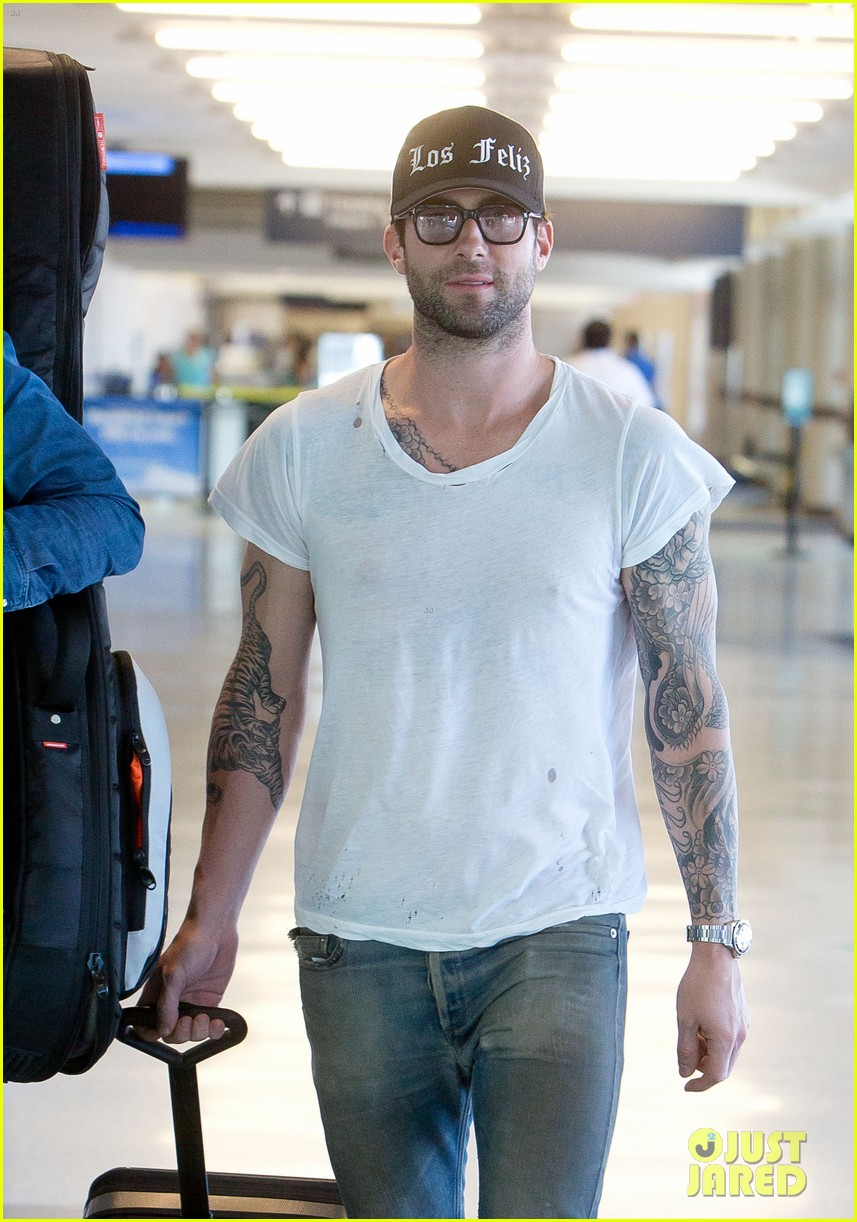 adam levine leaving lax 042689995