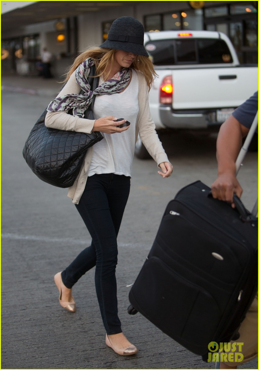 blake lively ryan reynolds land in los angeles 03