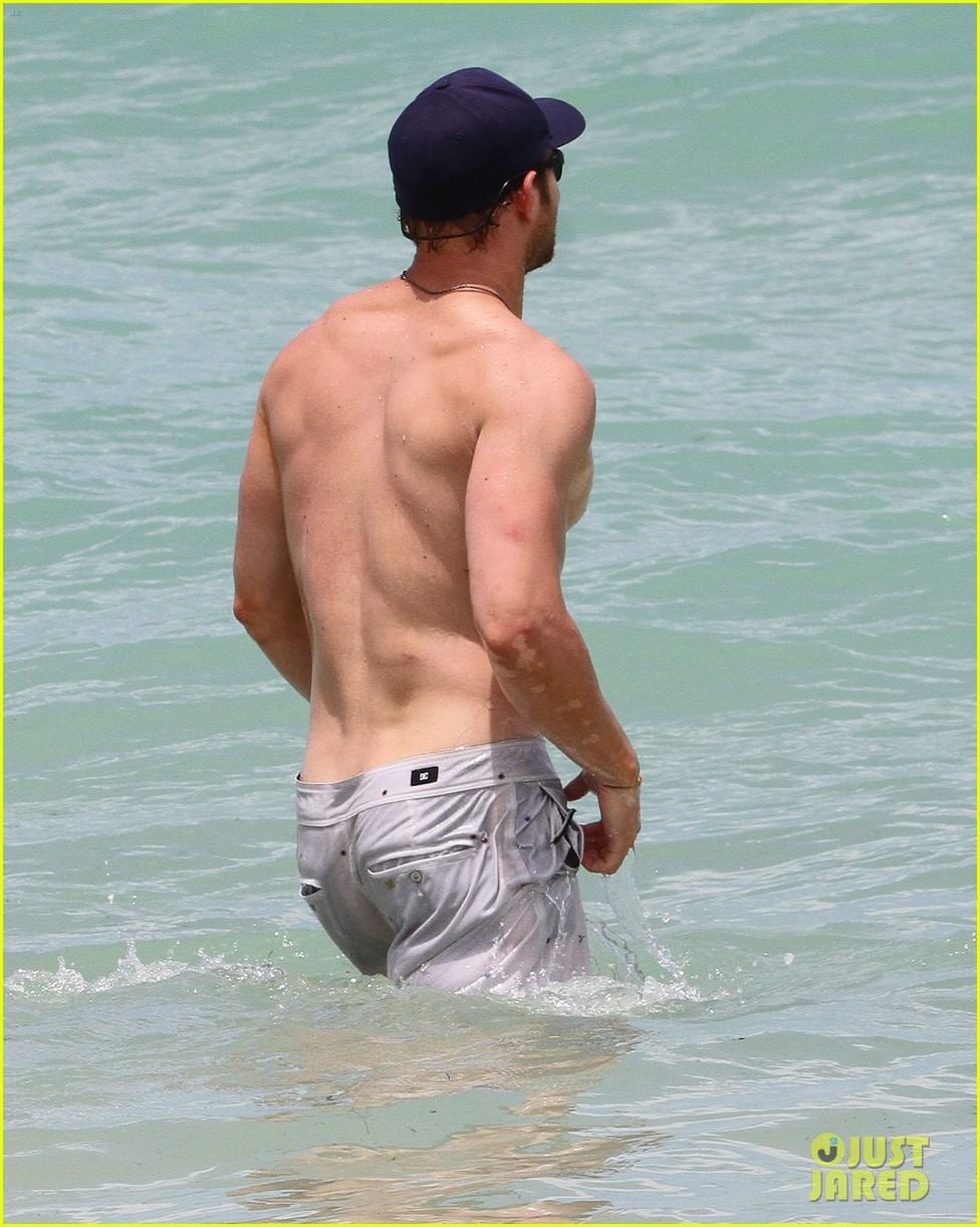 kellan lutz beach day with sharni vinson 102685547