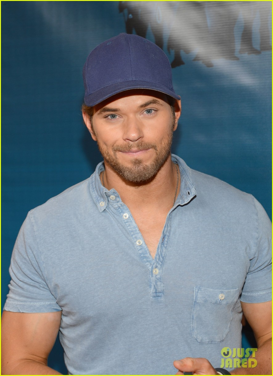 kellan lutz dc entertainment darkness light party 05