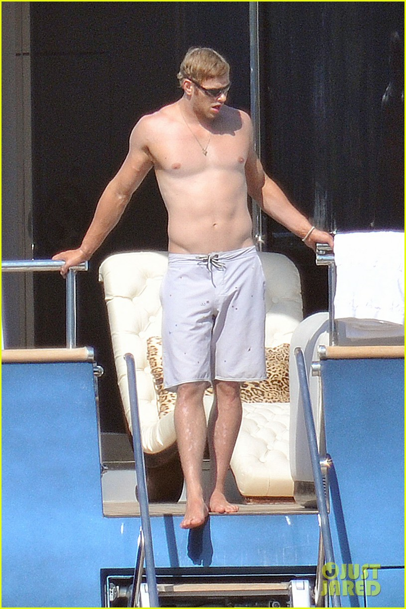 kellan lutz shirtless saint tropez 01