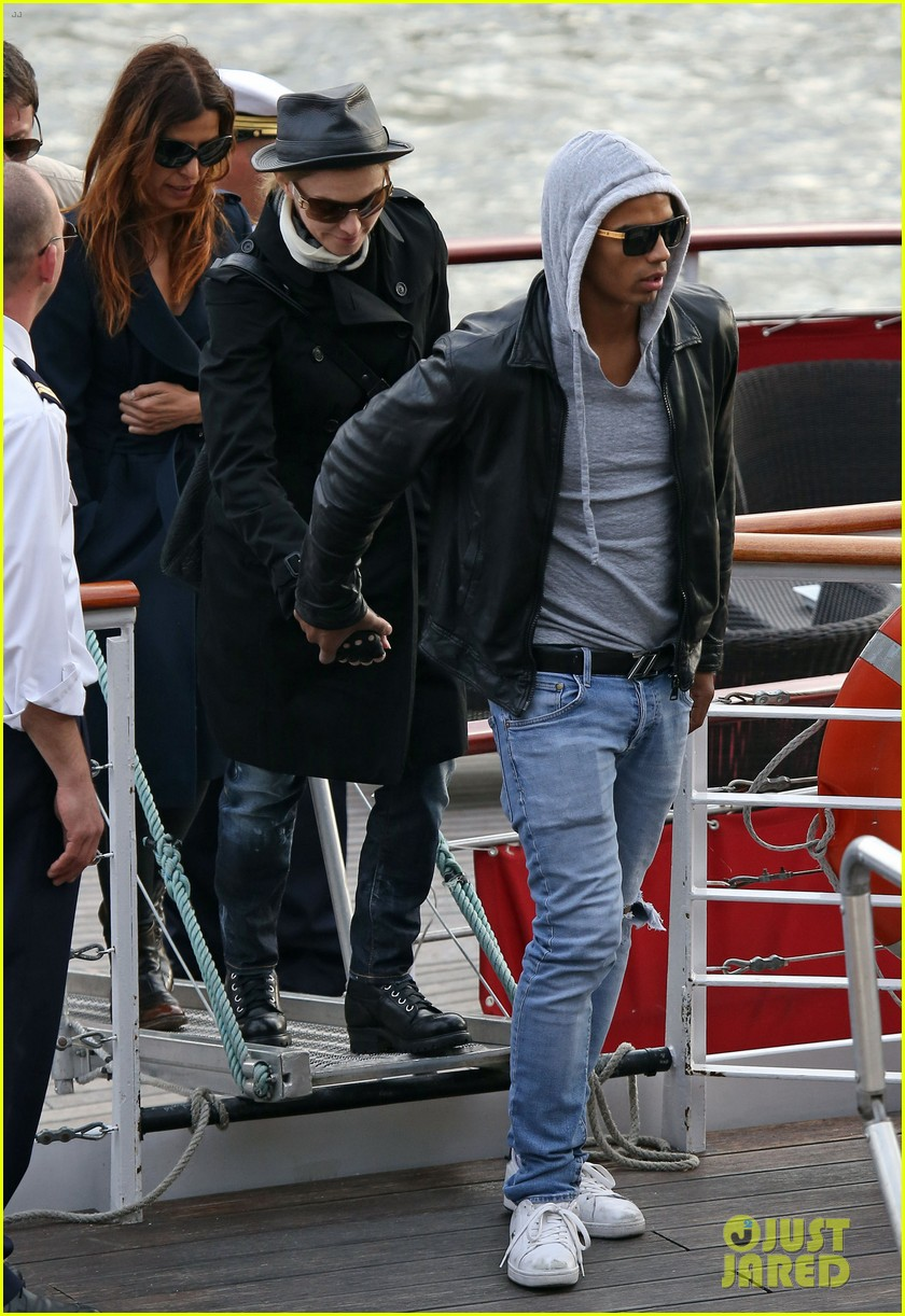 madonna seine river cruise with brahim zaibat and the family 06