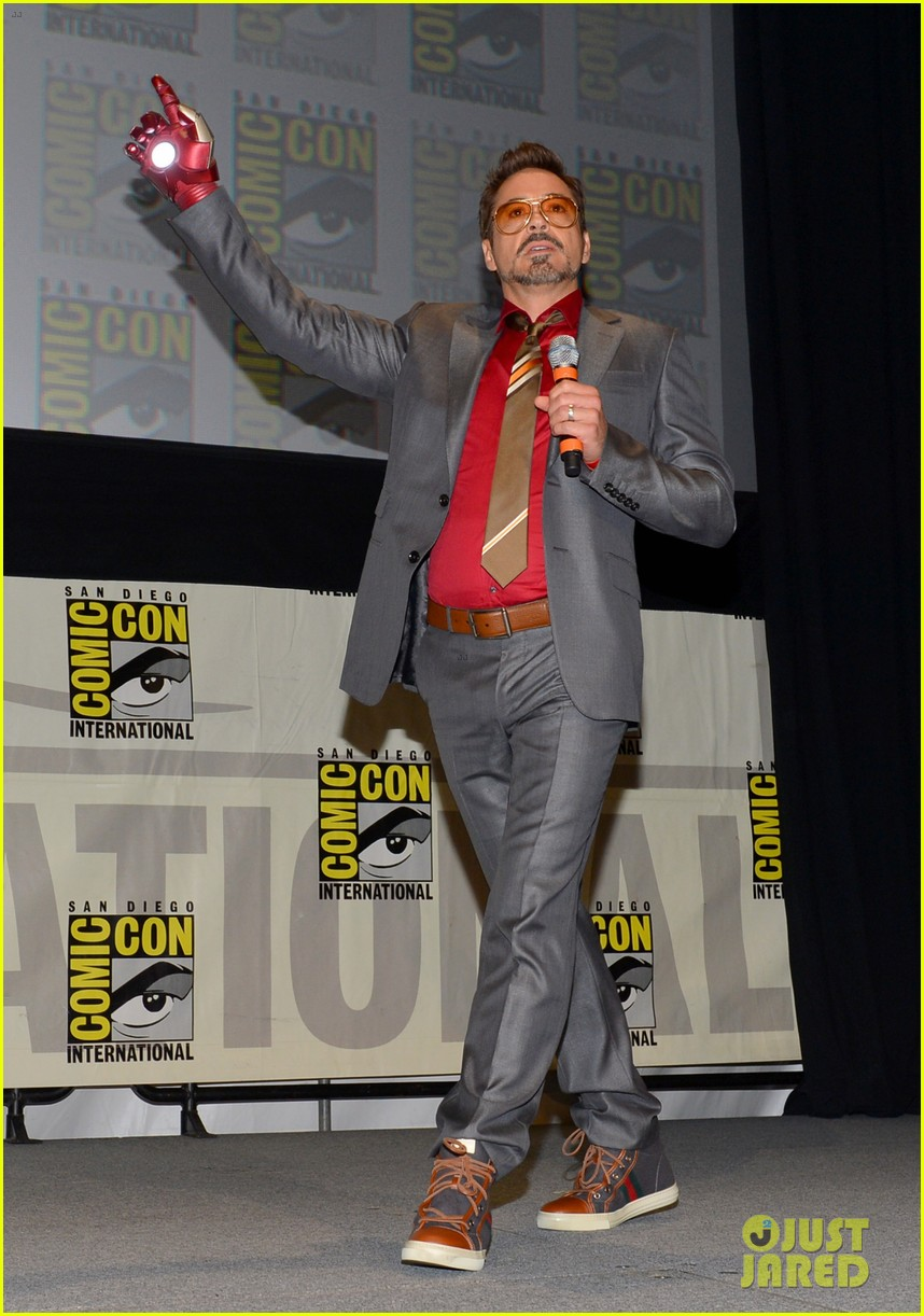 robert downey jr don cheadle marvel panel at comic con 01