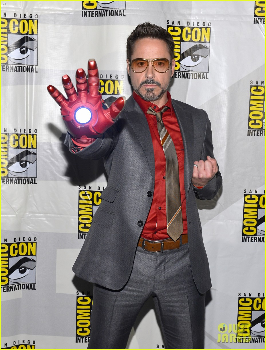 robert downey jr don cheadle marvel panel at comic con 04