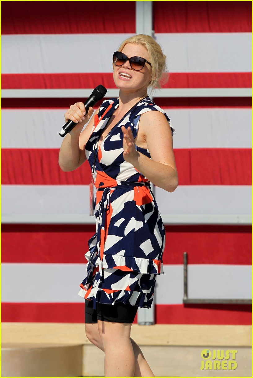 katharine mcphee megan hilty red white smash 19