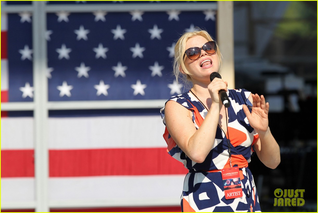 katharine mcphee megan hilty red white smash 23