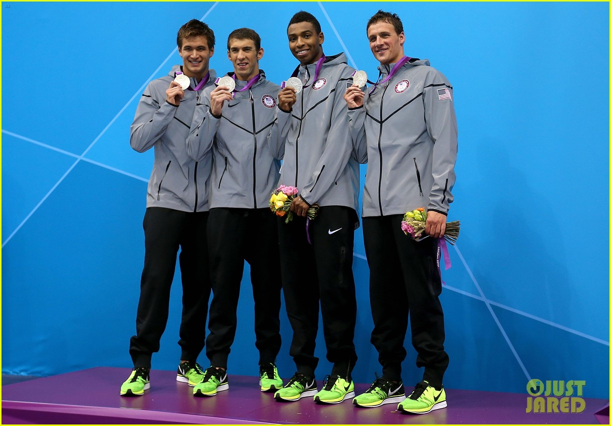 us mens swimming team wins silver in 4x100 freestyle relay 01