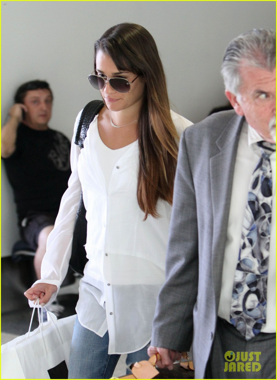 lea michele heads to nyc after glees emmy snub 02