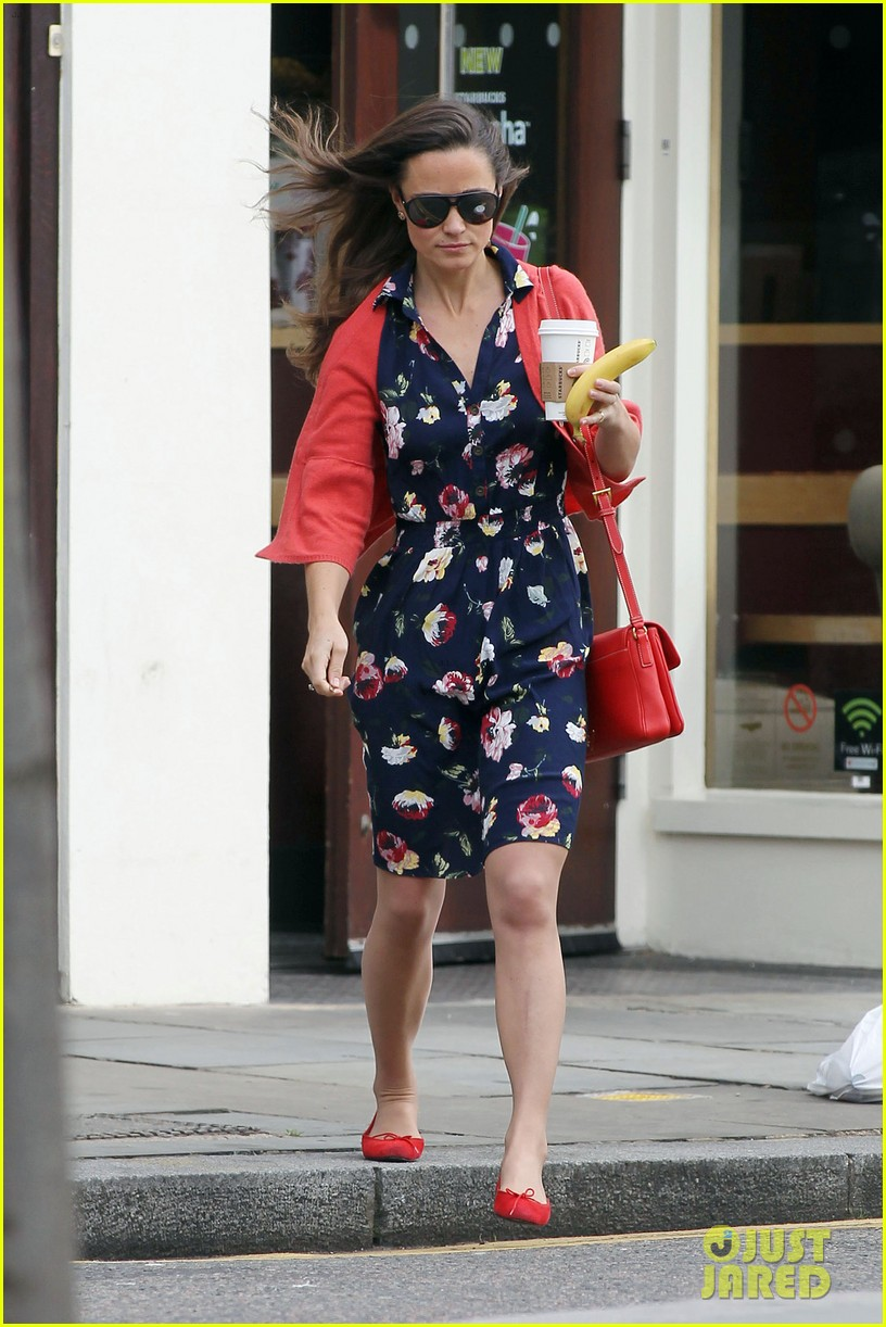 pippa middleton starbucks stop in london 02