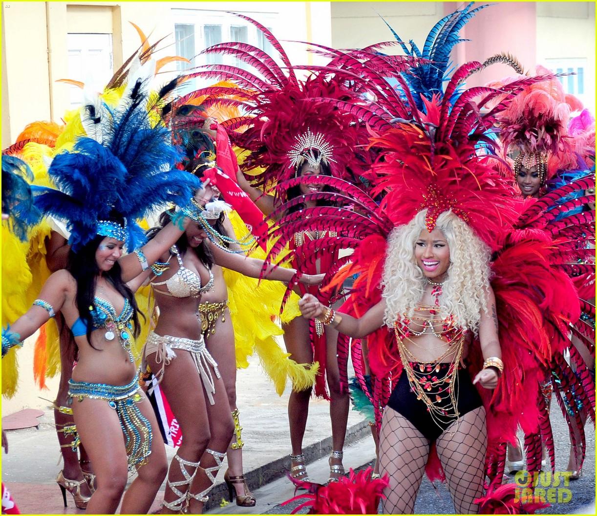 Nicki Minaj – Pound The Alarm