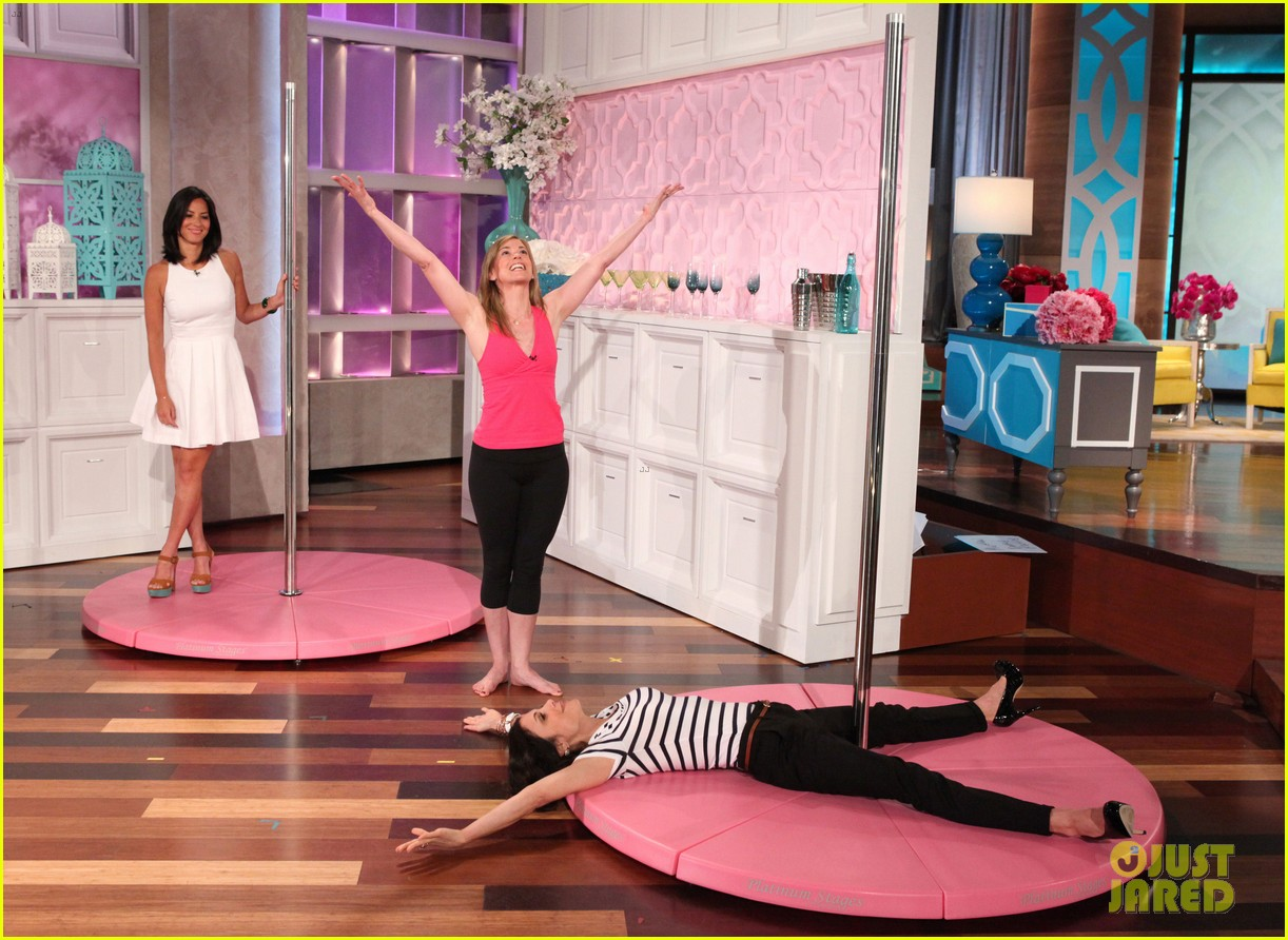 olivia munn pole dances for bethenny frankel 01