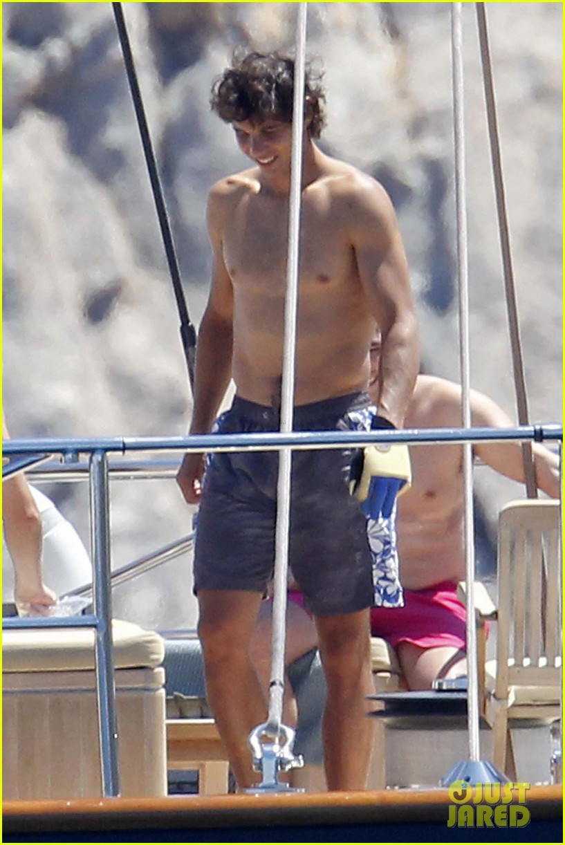rafael nadal shirtless swim 01