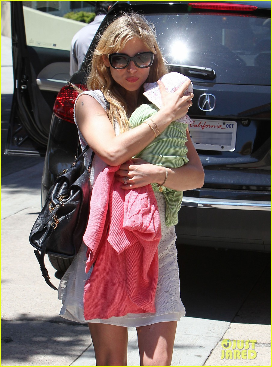 elsa pataky lunch with india 04