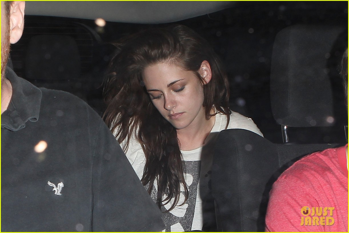 robert pattinson kristen stewart hotel cafe couple 03