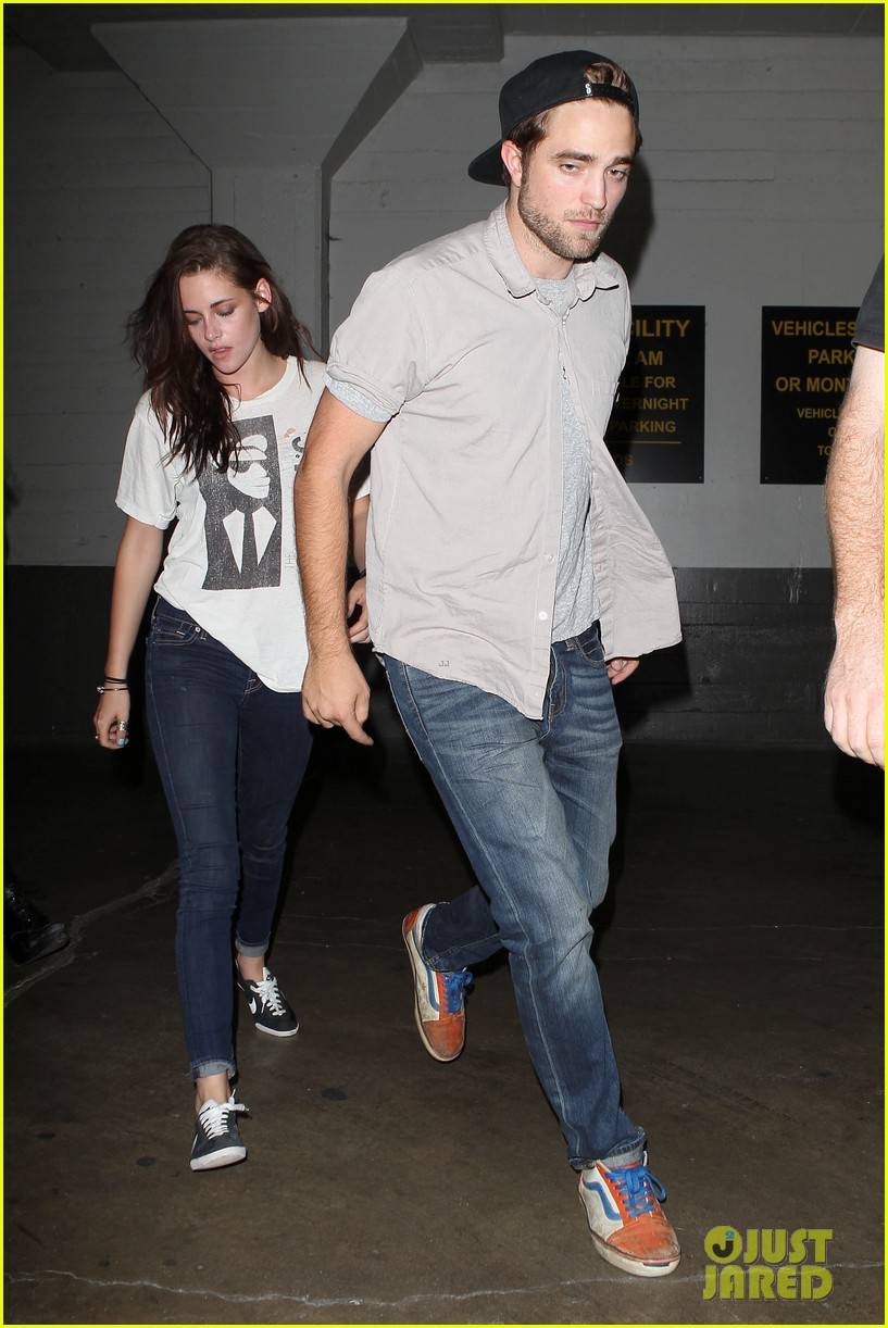 robert pattinson kristen stewart hotel cafe couple 09