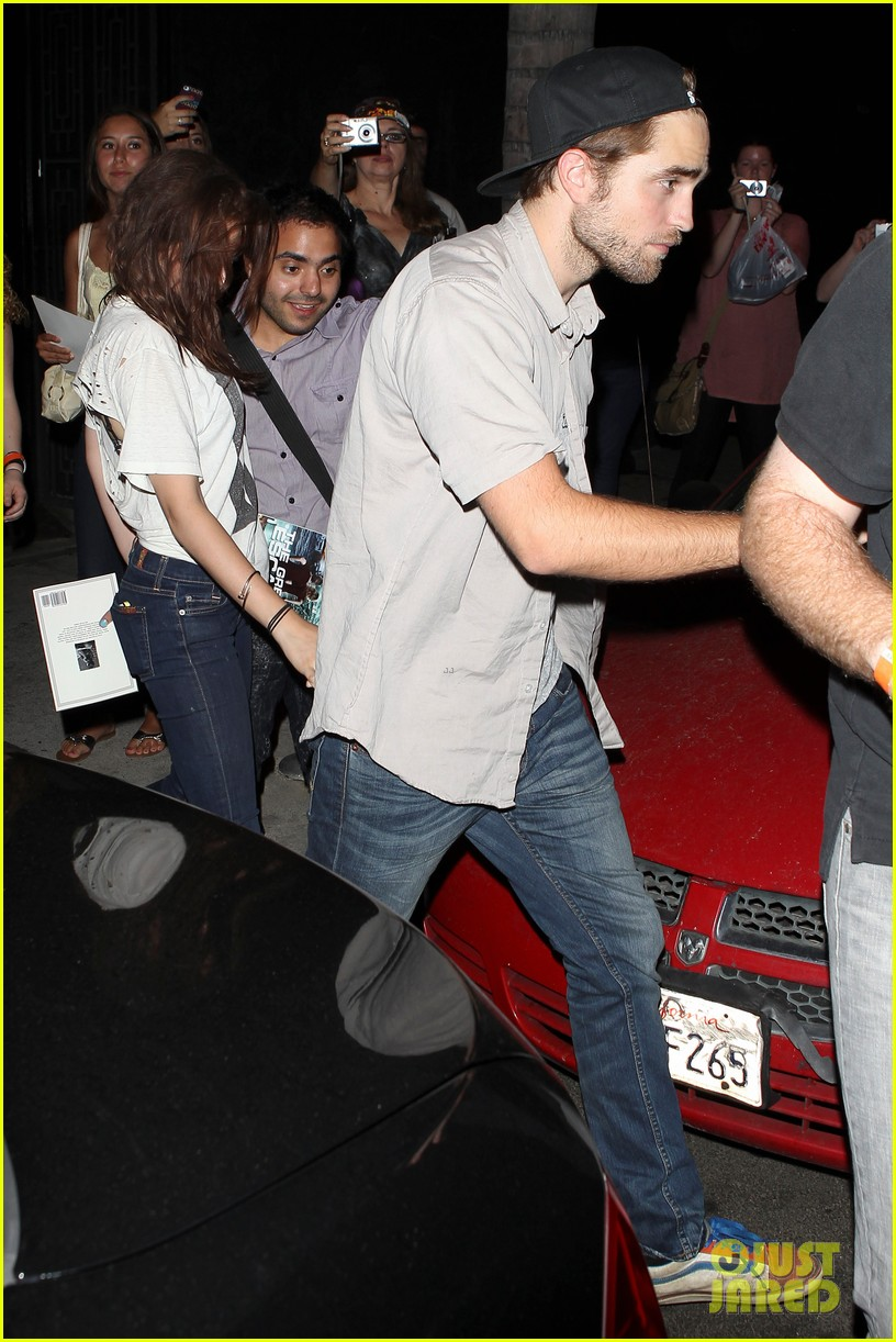 robert pattinson kristen stewart hotel cafe couple 29