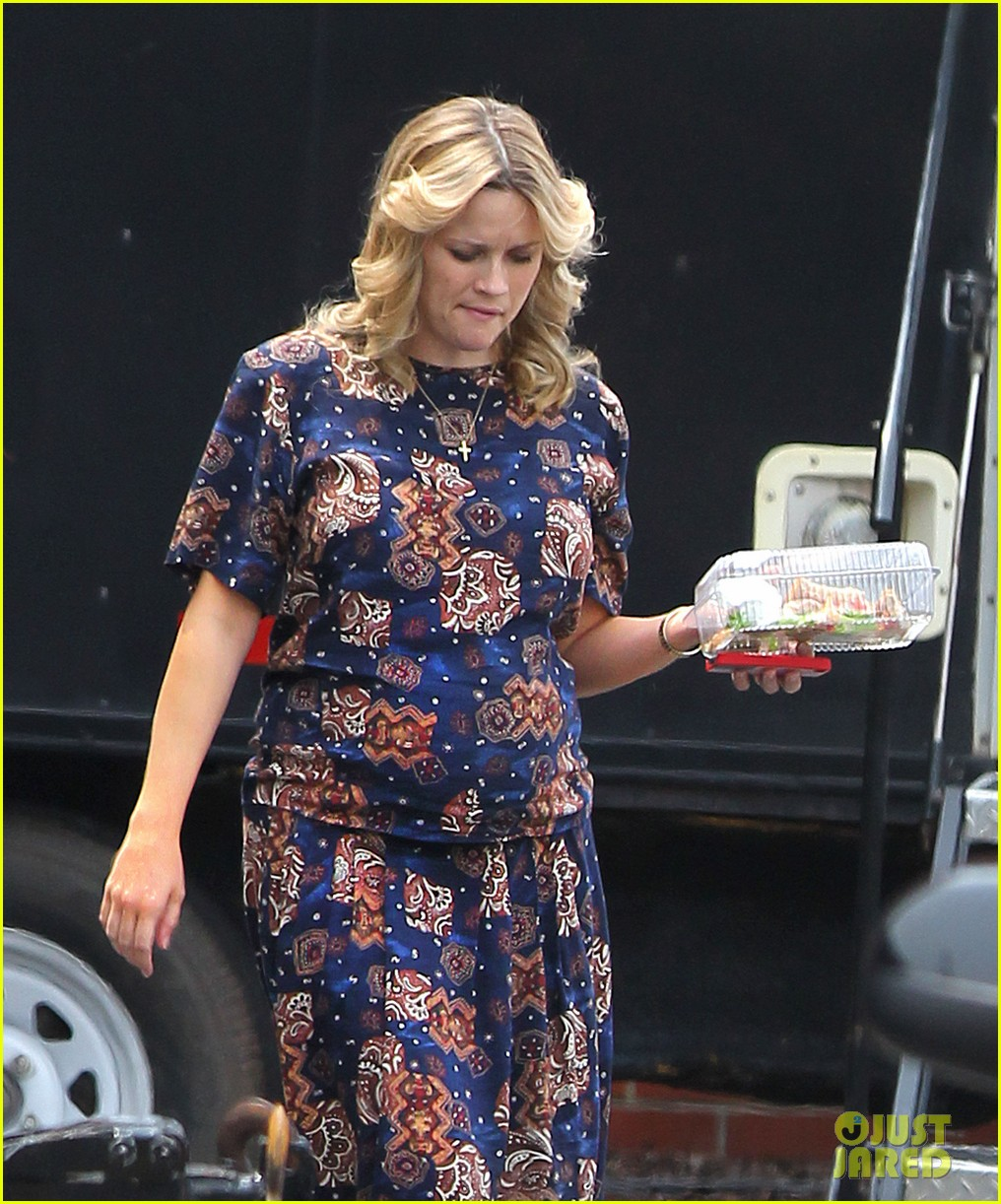 reese witherspoon pregnant on set 02