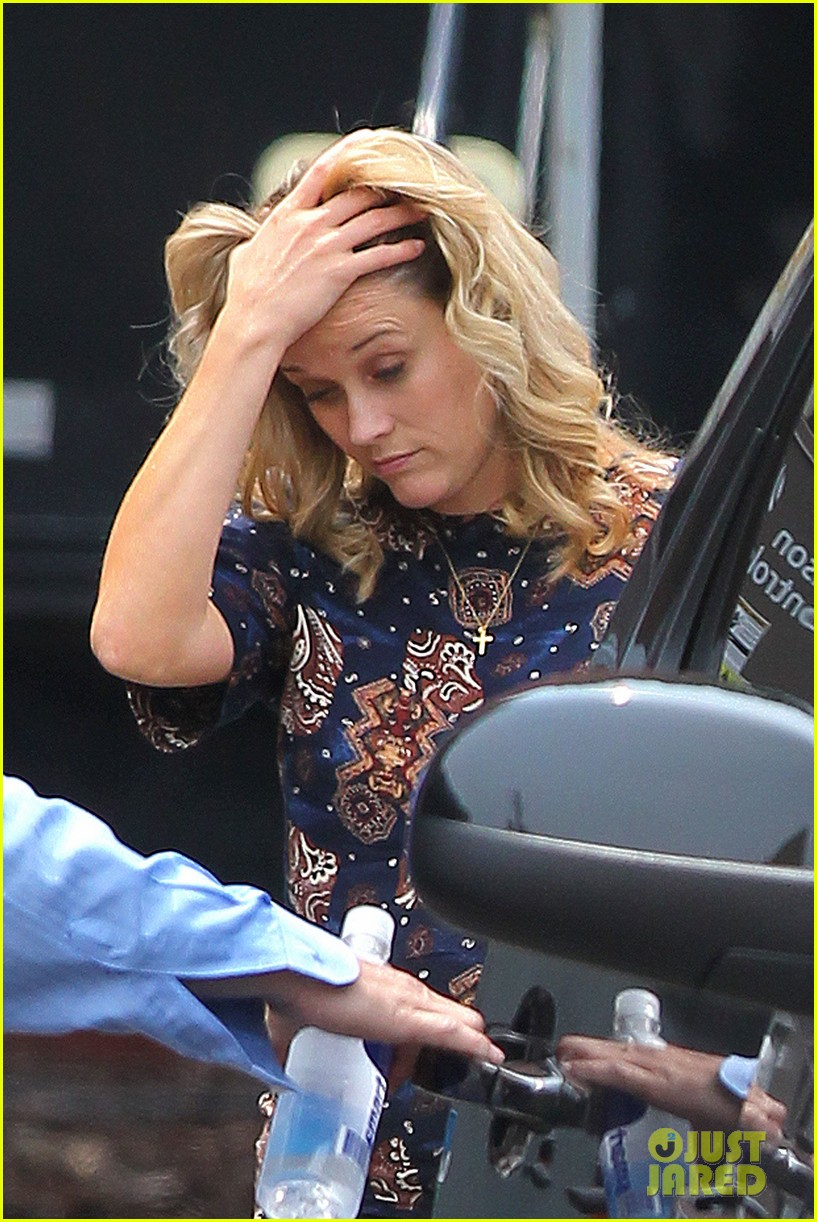 reese witherspoon pregnant on set 04