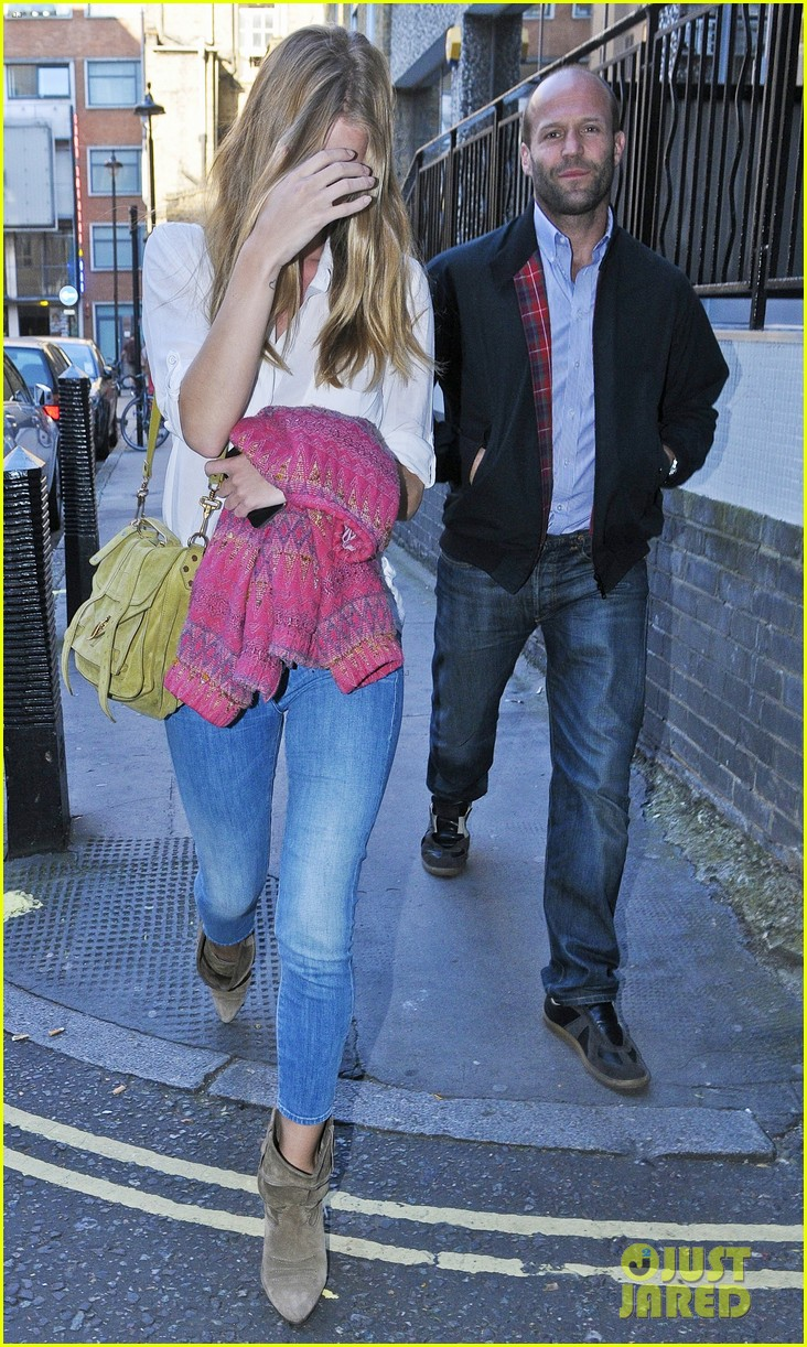 rosie huntington whiteley jason statham west end stroll 03