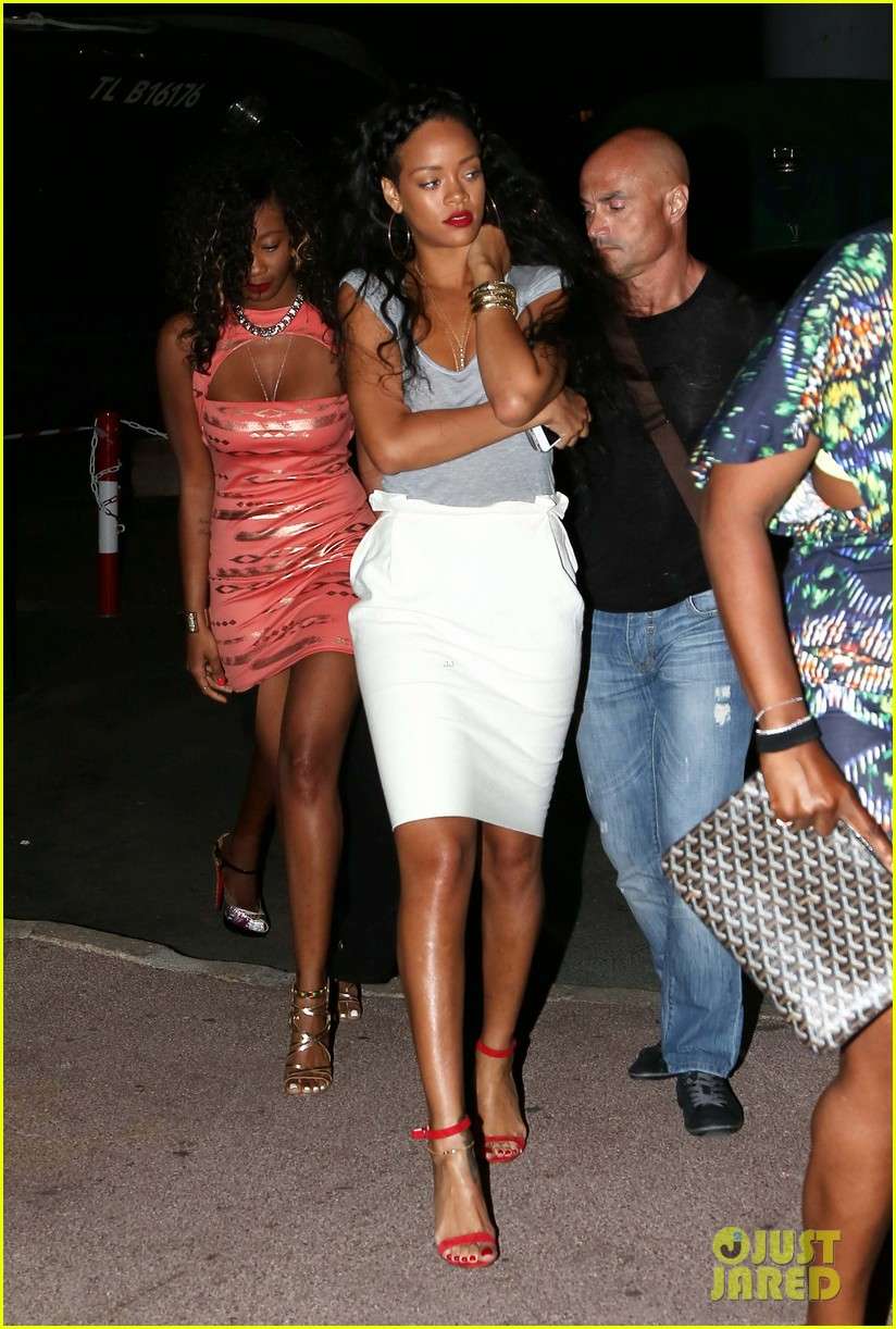 rihanna late night st tropez stroll 08